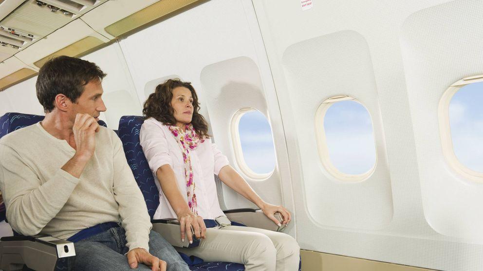 Los asientos de avión en que estarás más seguro, según un piloto