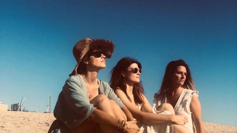 Sara Carbonero inaugura el verano con un planazo: amigas, playa, vino y música