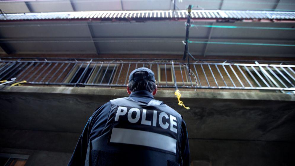 Resultado de imagem para Canadiense apuñala a un policía en un aeropuerto de Michigan