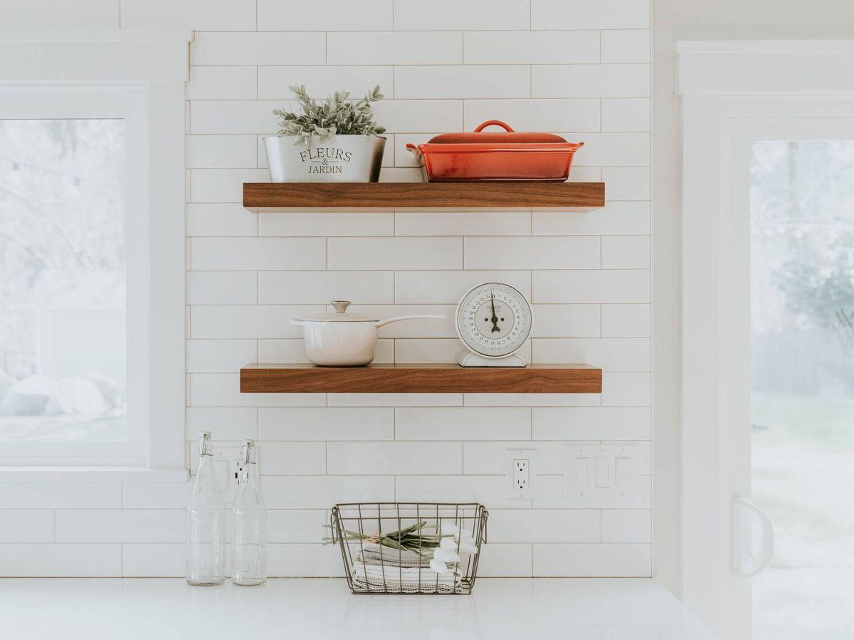 Foto: Pintura de azulejo para renovar baños y cocinas. (Becca Tapert para Unsplash)