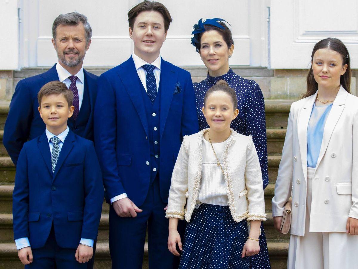 Foto: Los herederos daneses, con sus hijos. (CP)