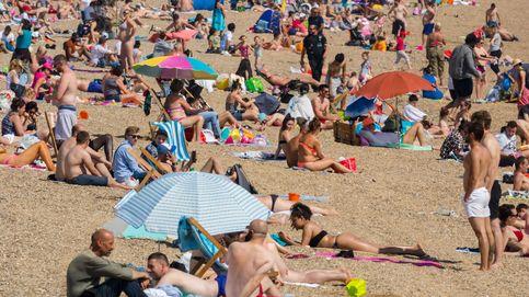 Los británicos llenan las playas… pese a las 37.000 muertes por coronavirus