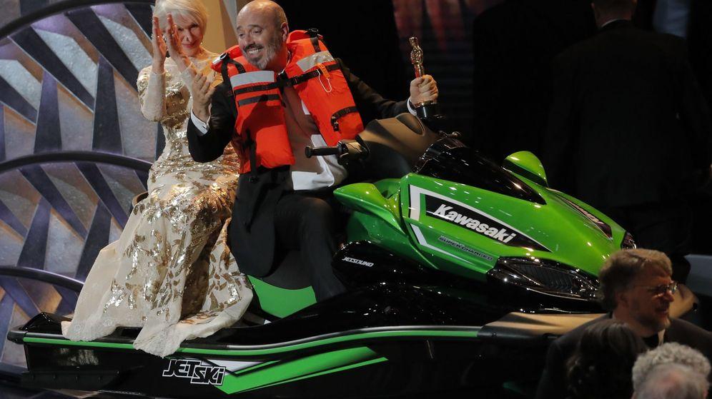 Foto: La actriz Helen Mirren y el diseñador Mark Bridges en la ceremonia de los Oscar. (Reuters)