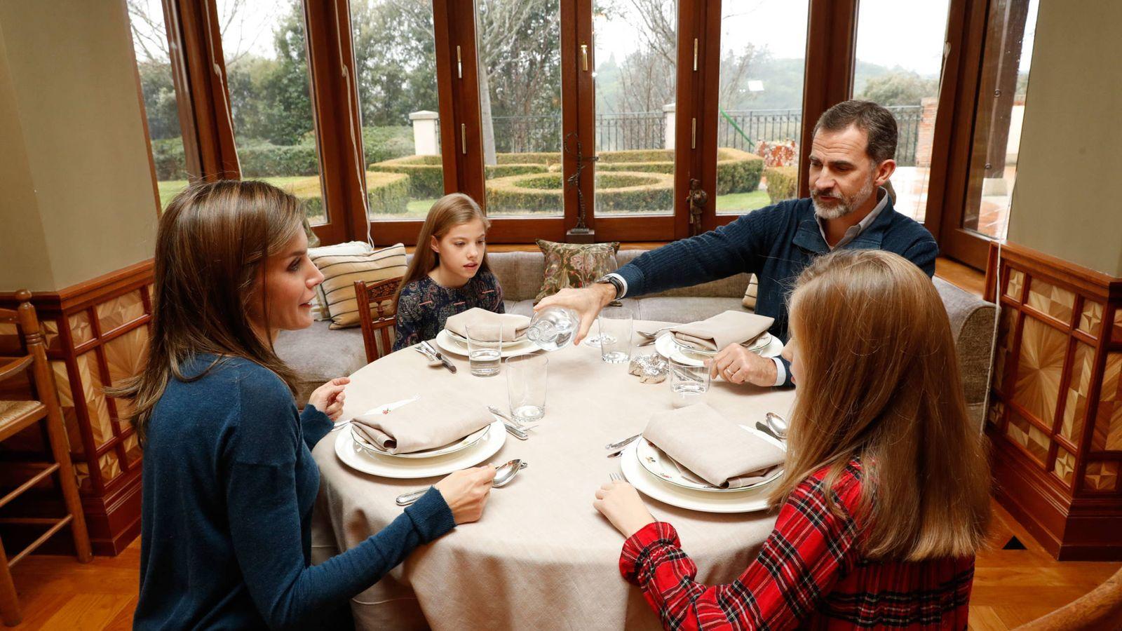 Foto: La familia real almorzando. (Casa Real)