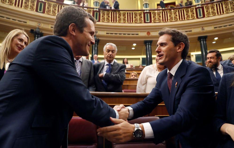 Foto: Pablo Casado y Albert Rivera en el Congreso. (EFE)
