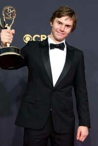 ¿Quién es Evan Peters, el actor del Emmy por Mare of Easttown?