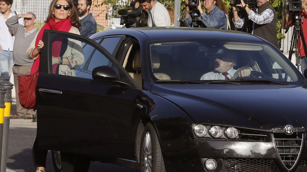 Foto: Bárcenas y su mujer, a su llegada este miércoles al juicio en la Audiencia Nacional.