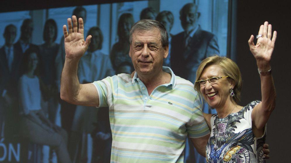 Foto: La presidenta de UPyD, Rosa Díez, acompañada por el eurodiputado Francisco Sosa Wagner. (EFE)