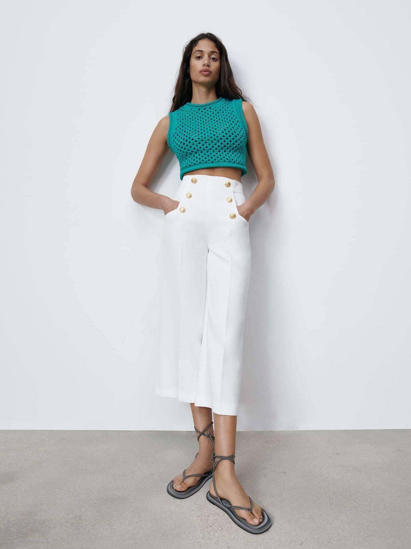 El nuevo pantalón blanco de Zara. (Cortesía)
