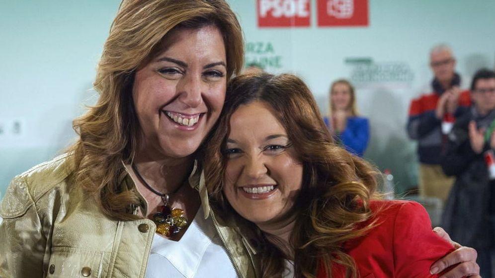 Foto: Susana Díaz (i) abraza a la diputada autonómica Verónica Pérez. (EFE)