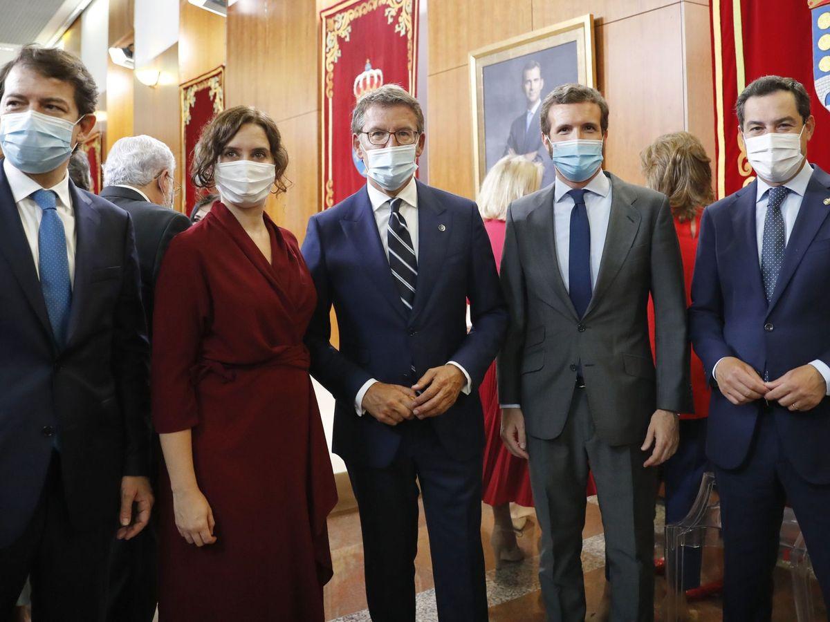 Foto: Pablo Casado, junto a algunos presidentes autonómicos. (EFE)