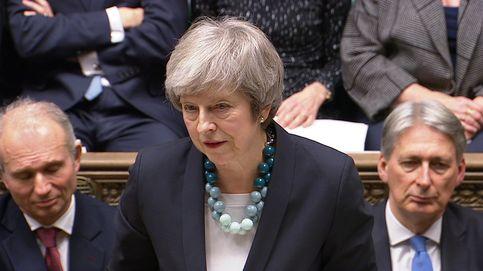 Los maxicollares de Theresa May mandan mensajes ocultos, te contamos cuáles