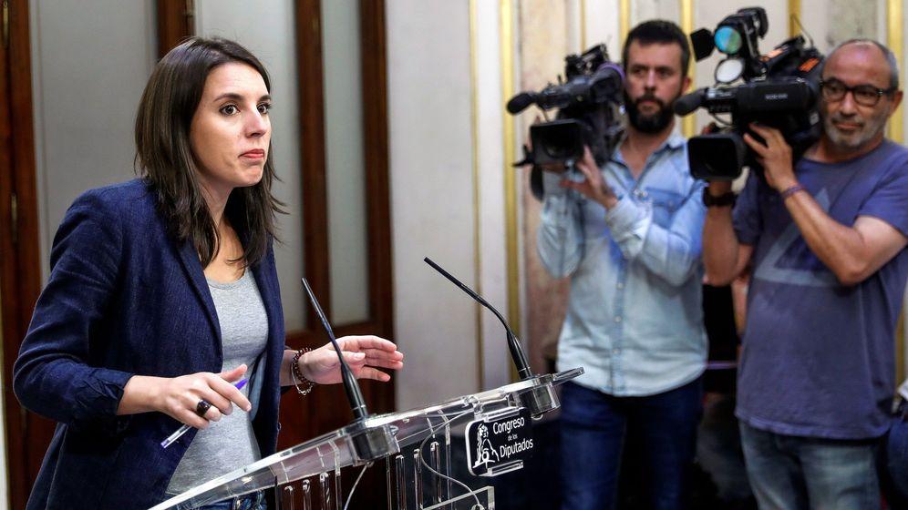 Foto: La portavoz de Unidos Podemos, Irene Montero, durante su comparecencia ante los medios en el Congreso tras la finalización de la sesión de control al Gobierno. (EFE)