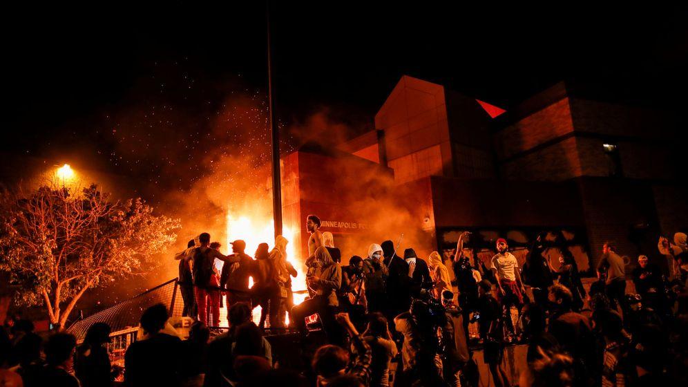 Foto: Protestas esta noche en Mineápolis (Reuters)