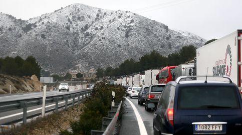 Más de 1.000 coches atrapados por las nevadas entre Madrid y Alicante