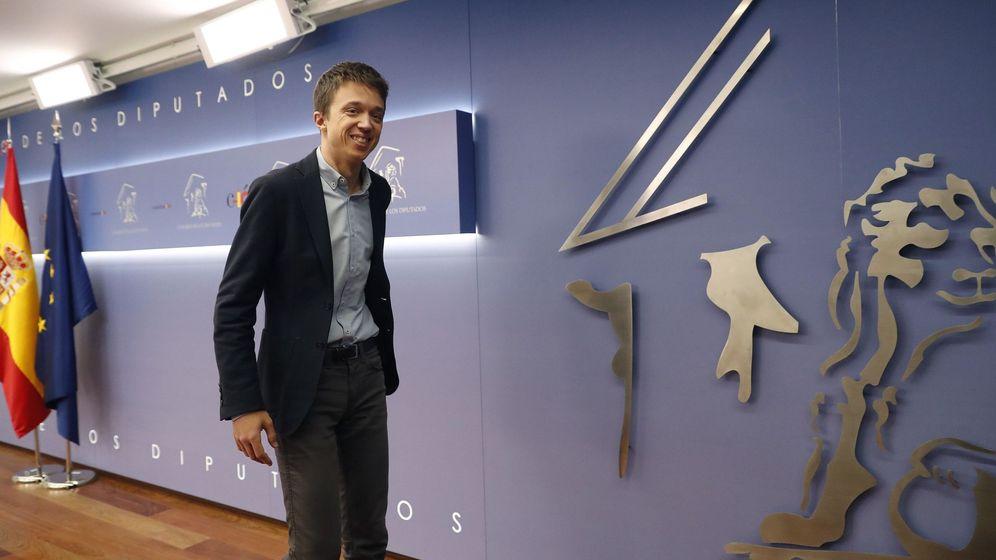 Foto: Íñigo Errejón, tras la rueda de prensa en la que ha anunciado este lunes que abandona el escaño. (EFE)