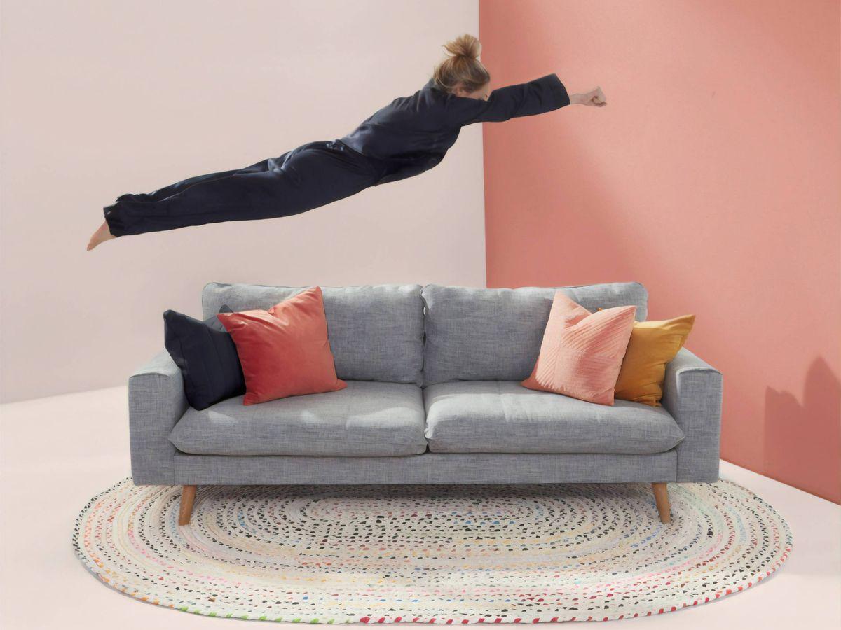 Foto: La pieza clave de tu salón es un buen sofá. (Unsplash)