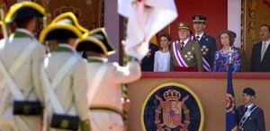 Foto: Los silbidos a Vara y a Chacón y la ovación para el Rey centran el desfile