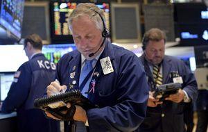 Wall Street registra leves caídas afectado por la tensión internacional