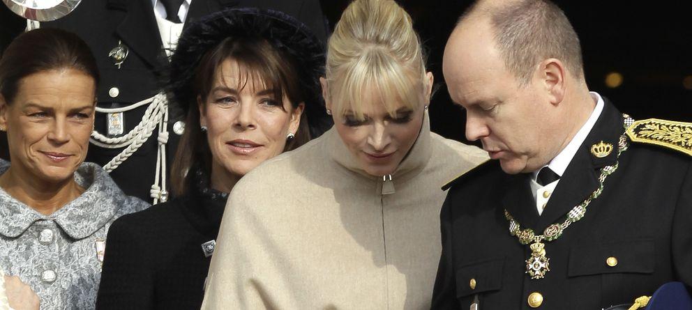 El príncipe Alberto de Mónaco pone orden entre su hermana Carolina y su esposa