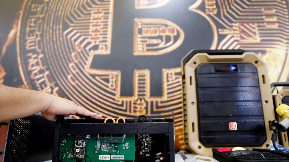 Foto: Un ordenador minando bitcoin