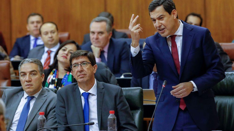 Foto: El presidente andaluz, Juanma Moreno (d), junto al vicepresidente, Juan Marín (Cs). (EFE)