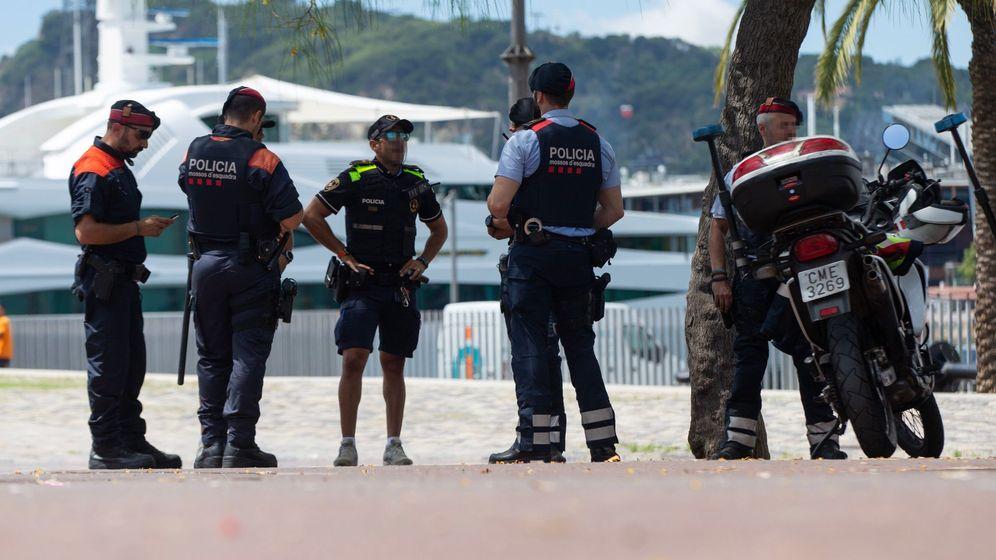 Foto: La Guardia Urbana de Barcelona, los Mossos d'Esquadra y la Policía Portuaria se han desplegado en varios puntos de la capital catalana. (Efe)