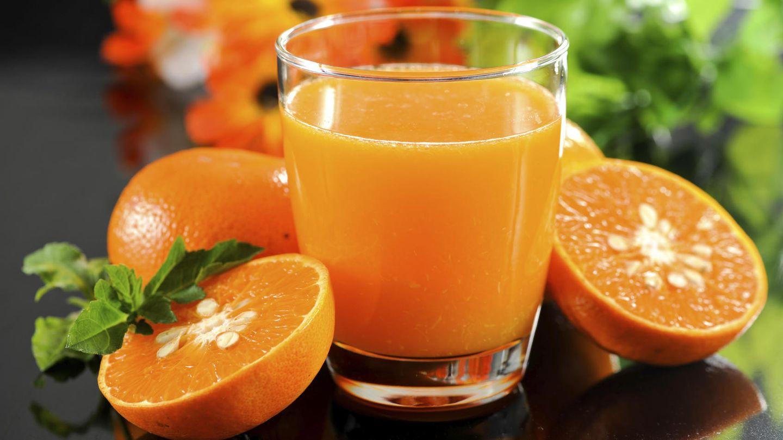 Los zumos naturales pierden gran parte de la fibra, pero siguen teniendo mucho azúcar (iStock)