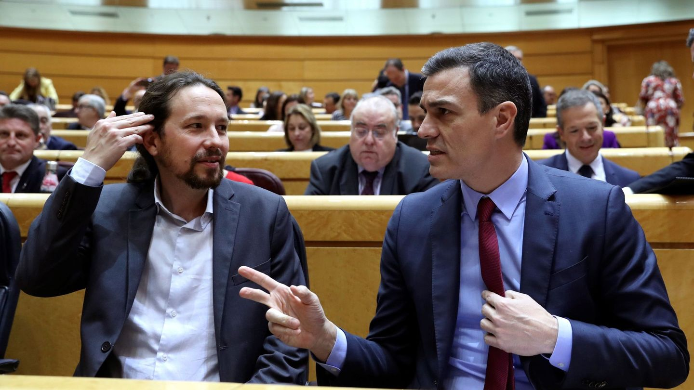 Pablo Iglesias y Pedro Sánchez, en el Senado. (EFE)