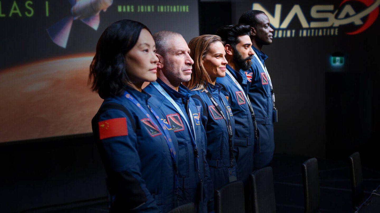'Away' muestra una tripulación internacional para la primera misión tripulada a Marte. (Netflix)