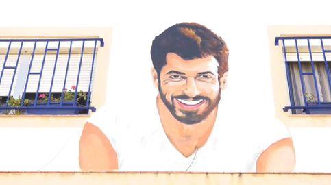 Un grafiti de Can Yaman en la fachada de una admiradora de Los Barrios (Cádiz)