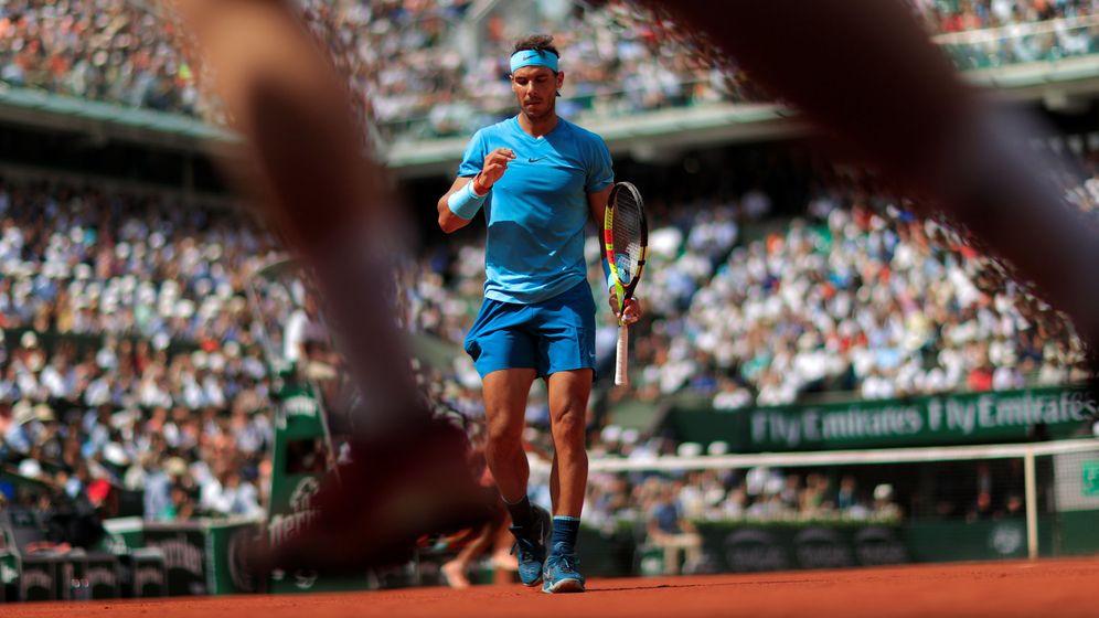 Foto: Rafa Nadal se dirige a restar en el partido contra Del Potro. (Reuters)