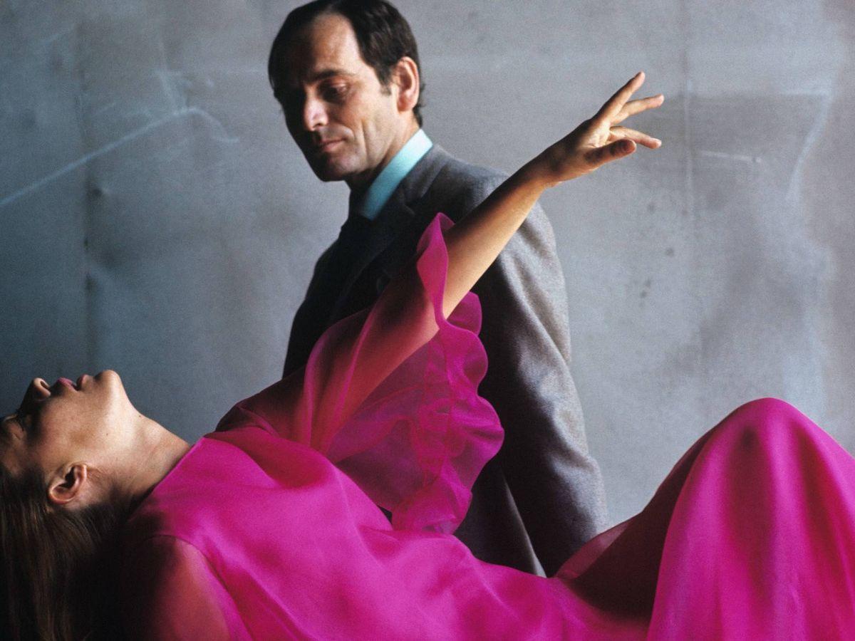 Foto: Pierre Cardin y Jeanne Moreau, en una foto de 1965 para 'Vogue'. (Getty)