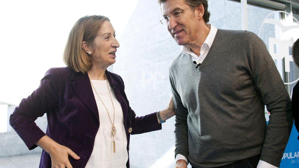 Foto: El presidente de la Xunta, Alberto Núñez Feijóo y la ministra de Fomento, Ana Pastor. (EFE)