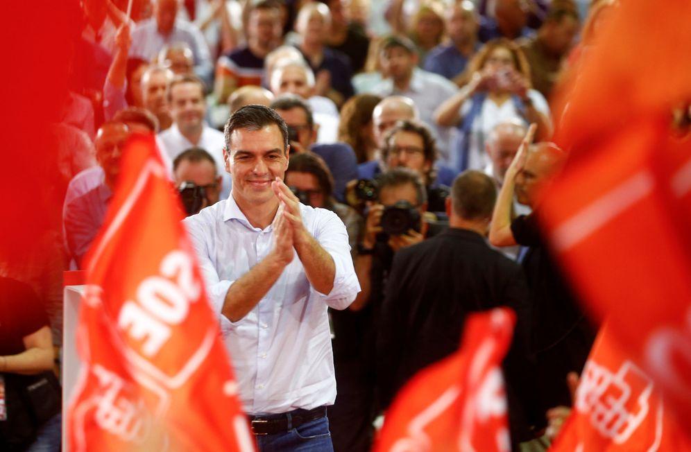 Foto: Pedro Sánchez, en el arranque de la campaña del 10-N, en el pabellón de Pino Montano, en Sevilla, este 31 de octubre. (Reuters)