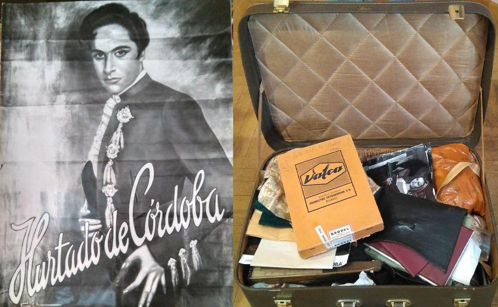 Foto: Un cartel y una de las maletas encontradas del bailarín. (Ana Ramírez)