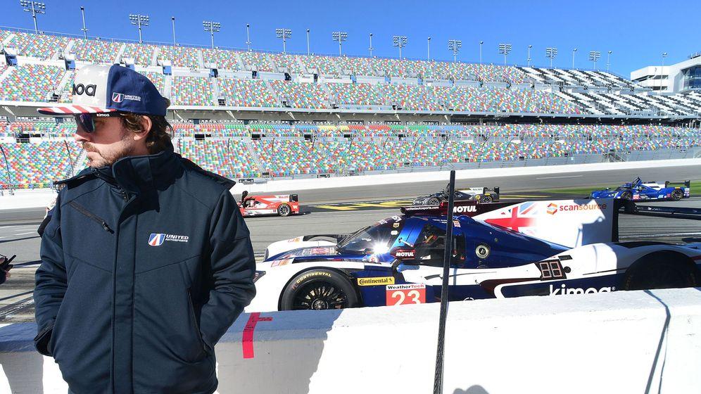 Foto: Fernando Alonso en el circuito de Daytona Beach. (EFE)