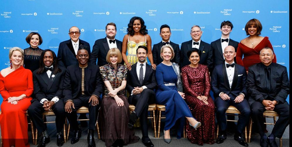 Foto:  Michelle Obama junto a otros invitados a la Smithsonian's National Portrait Gallery.