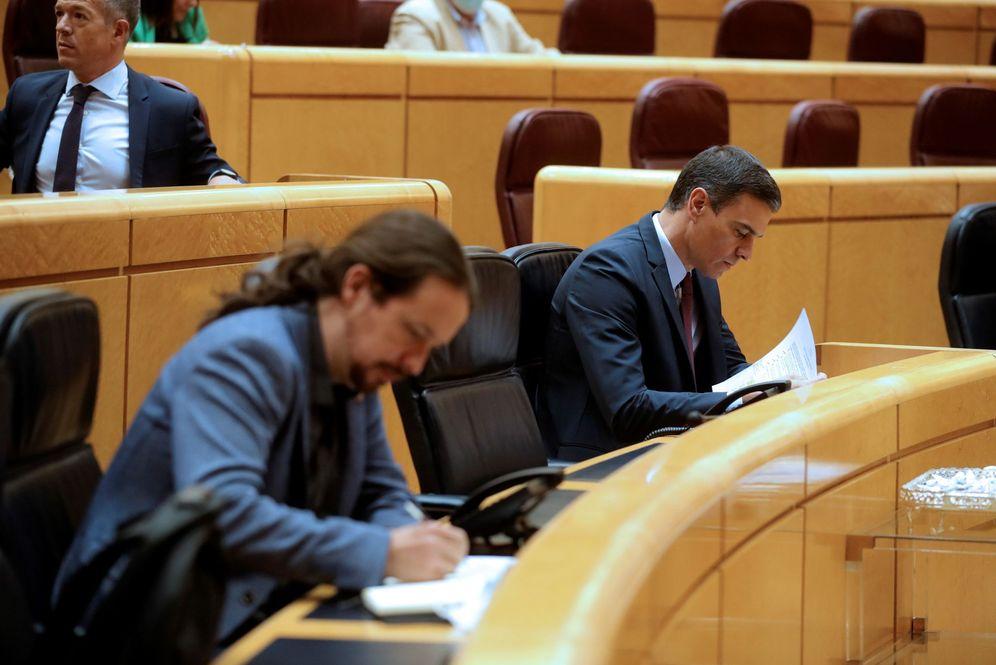 Foto: Pedro Sánchez y el vicepresidente segundo, Pablo Iglesias, este 16 de junio en la sesión de control en el Senado. (EFE)