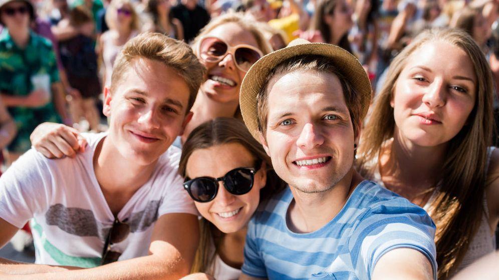Foto: Un grupo de amigos se hace un selfie