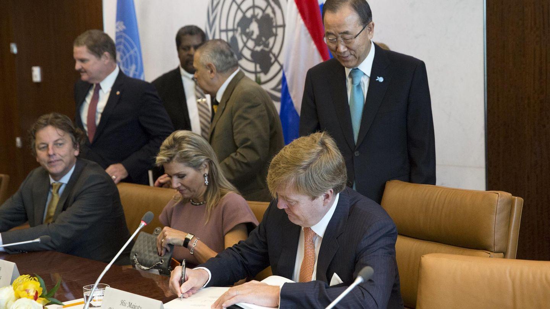 Guillermo y Máxima de Holanda con Ban Ki-moon en una reunión de la ONU en Nueva York. (Reuters)