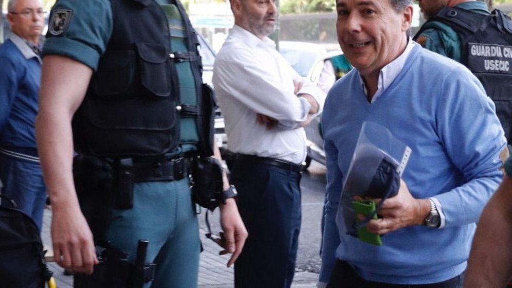 Foto: El expresidente de la Comunidad de Madrid Ignacio González, a su llegada al registro de su despacho. (EFE)