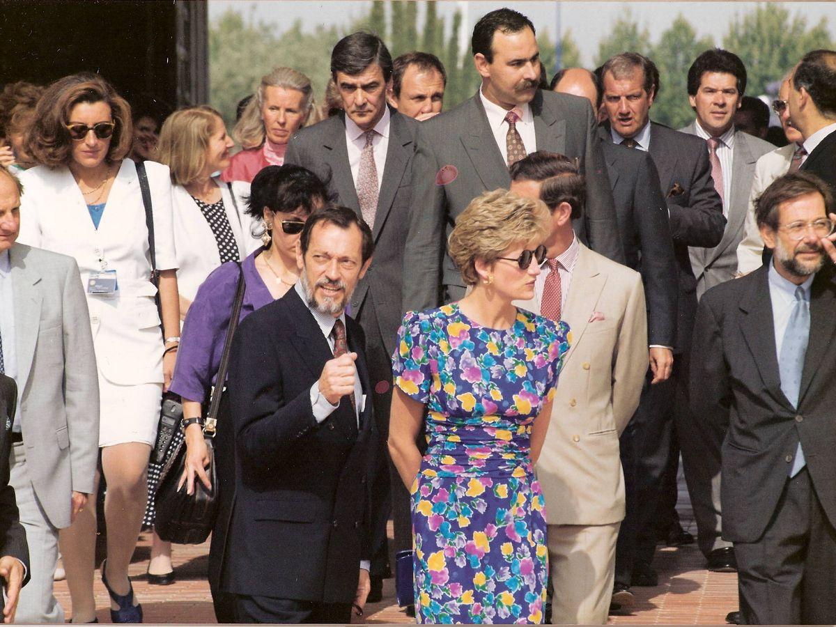 Foto: Los príncipes de Gales en Sevilla. De blanco, María Teresa Otero. (Cortesía)