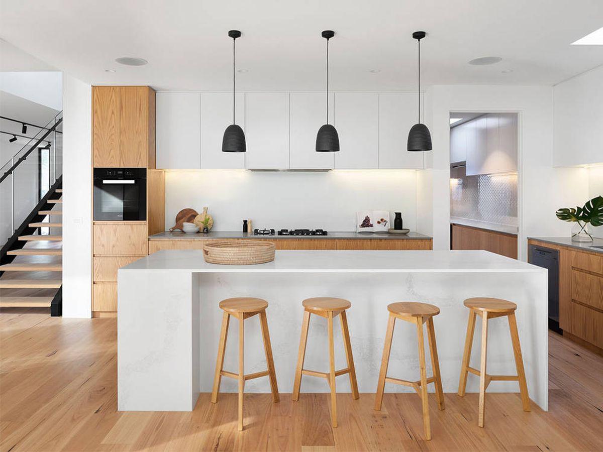 Foto: Saca partido a los taburetes altos y ahorra espacio en tu casa (Kang Agnes para Unsplash)