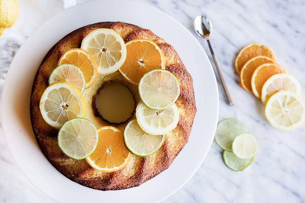 Foto: Naranja, lima y limón en este bizcocho delicioso. (Snaps Fotografía)