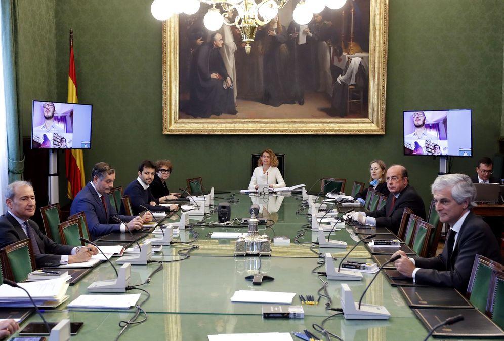 Foto: Meritxell Batet presidete este 7 de abril la reunión de la Mesa del Congreso, con algunos de sus miembros en videollamada. (EFE)