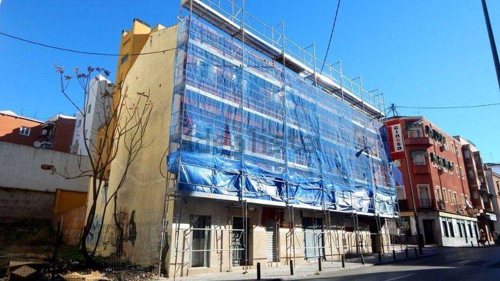 Foto: Fachada en obras de la segunda casa más barata.