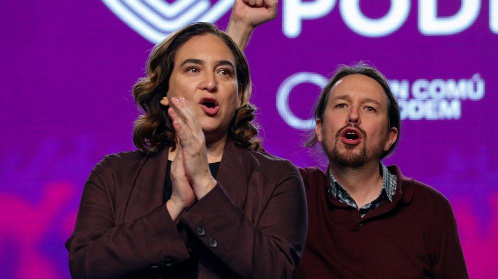 Foto: El líder de Unidas Podemos, Pablo Iglesias (d), y la alcaldesa de Barcelona, Ada Colau, son ahora los enemigos a batir. (EFE)