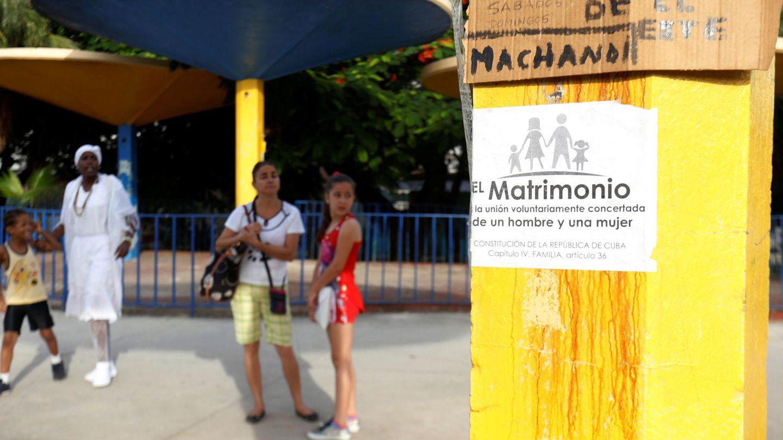 Cartel contra la aprobación del matrimonio igualitario colocado en un poste de La Habana, en julio de 2018. (Reuters)