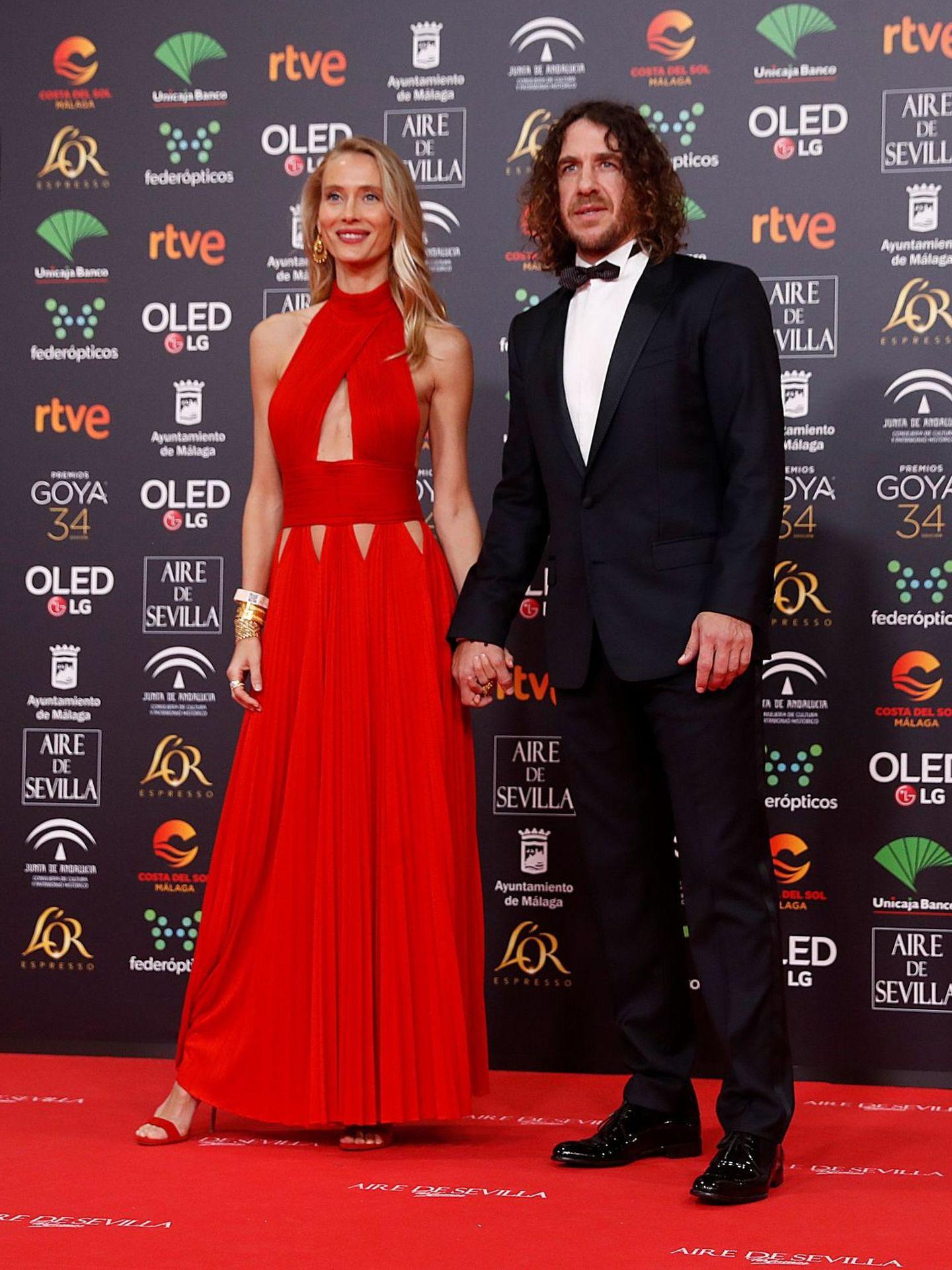 El exfutbolista Carles Puyol y su pareja,  Vanesa Lorenzo. (EFE)